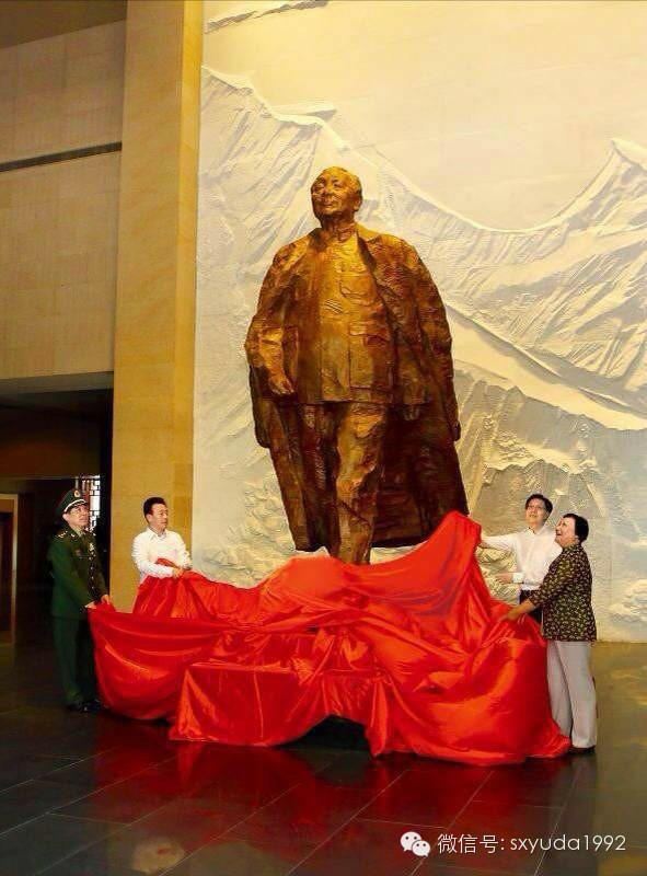 邓小平铜像